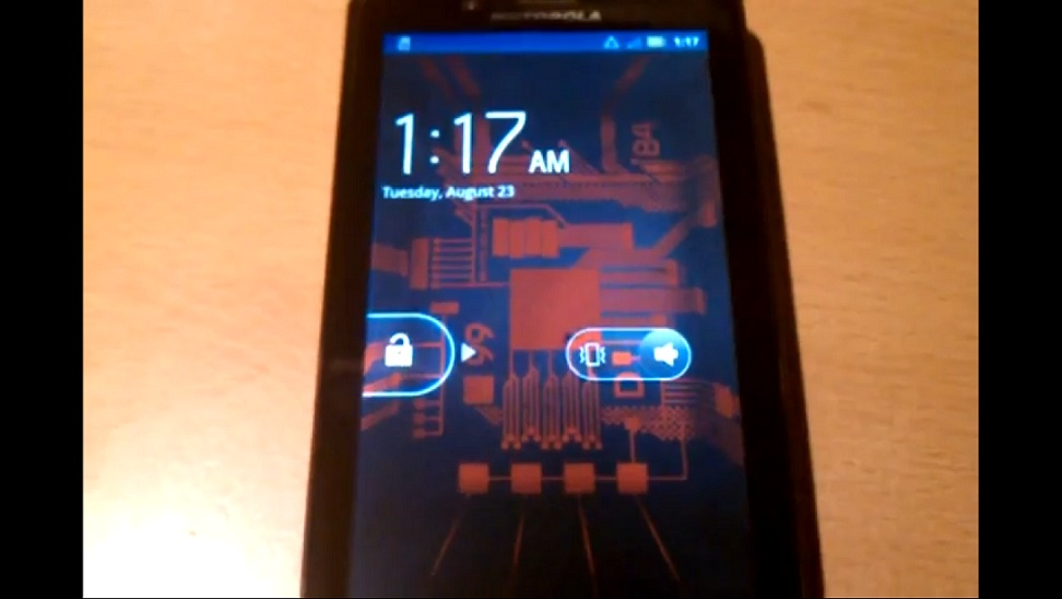 Video: Motorola Droid Bionic shows up to show off its LTE ...