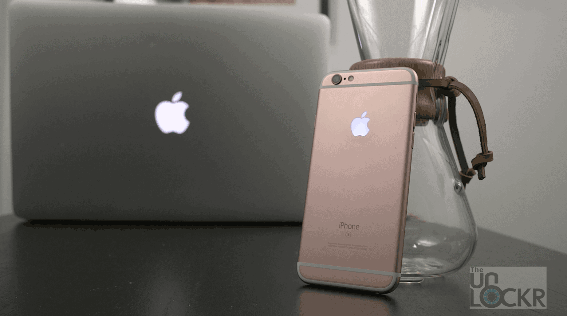 How To Make The Apple Logo On Your IPhone Light Up Like A