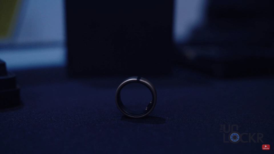 Motiv Ring on Table