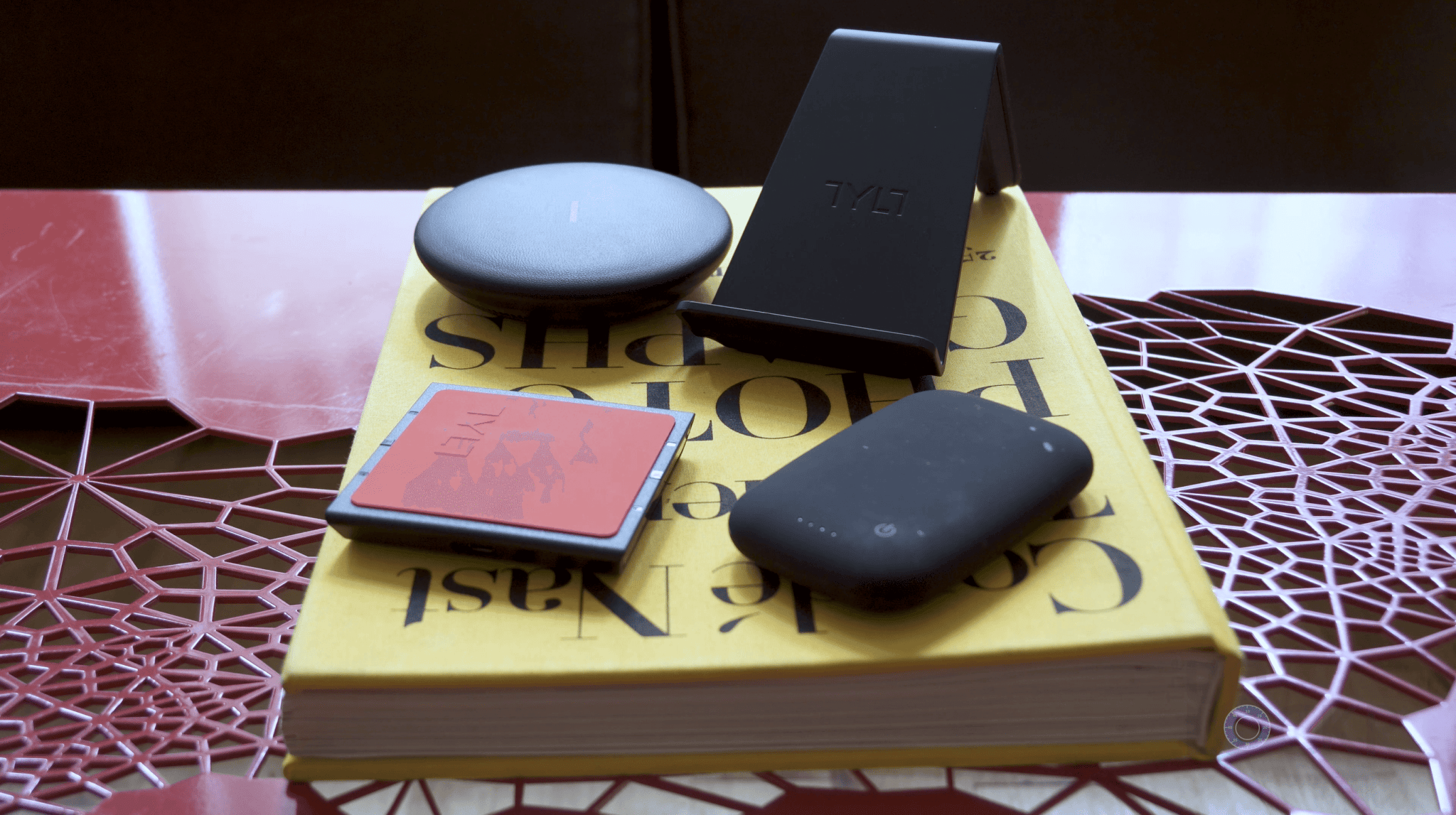 what is qi wireless charging why you definitely want it. Black Bedroom Furniture Sets. Home Design Ideas
