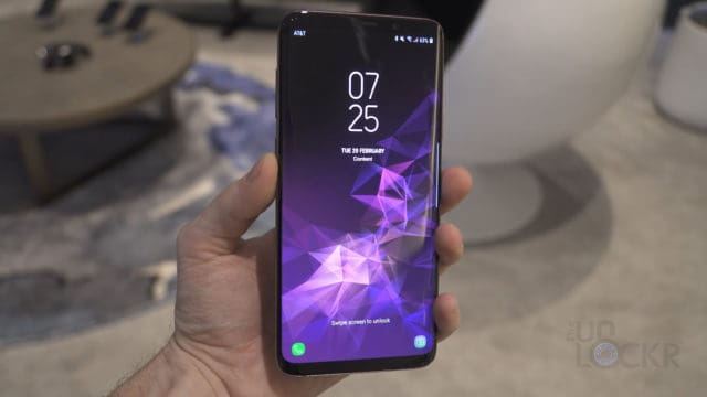 Galaxy S9 in Hand
