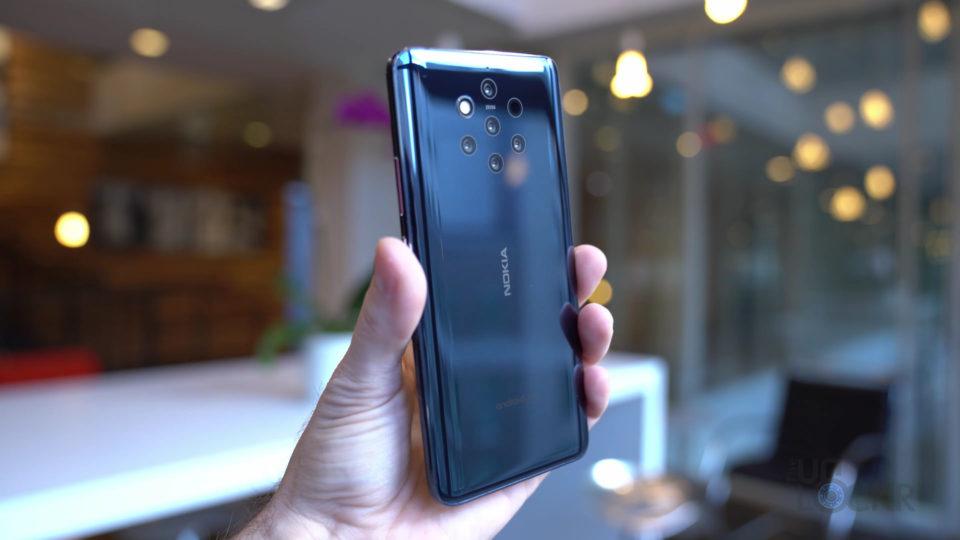 Nokia 9 in Hand